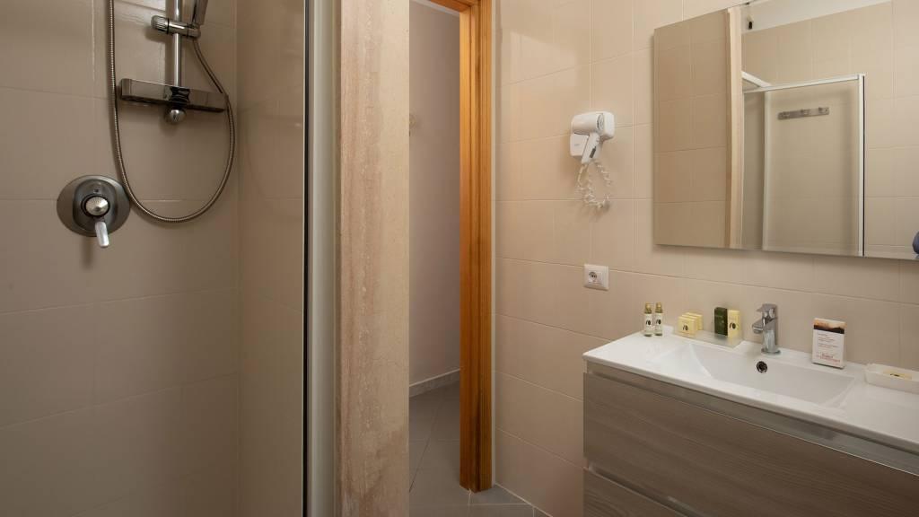Hotel-Residence-Valle-del-Buttero-Capalbio-Camere-2021-Matrimoniale-Doppia-Bagno-2