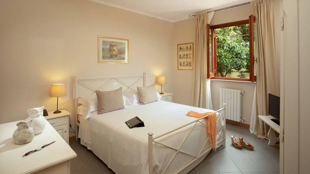 Hotel-Residence-Valle-del-Buttero-Capalbio-Camere-2021-Superior-Piano-Terra-letto-2