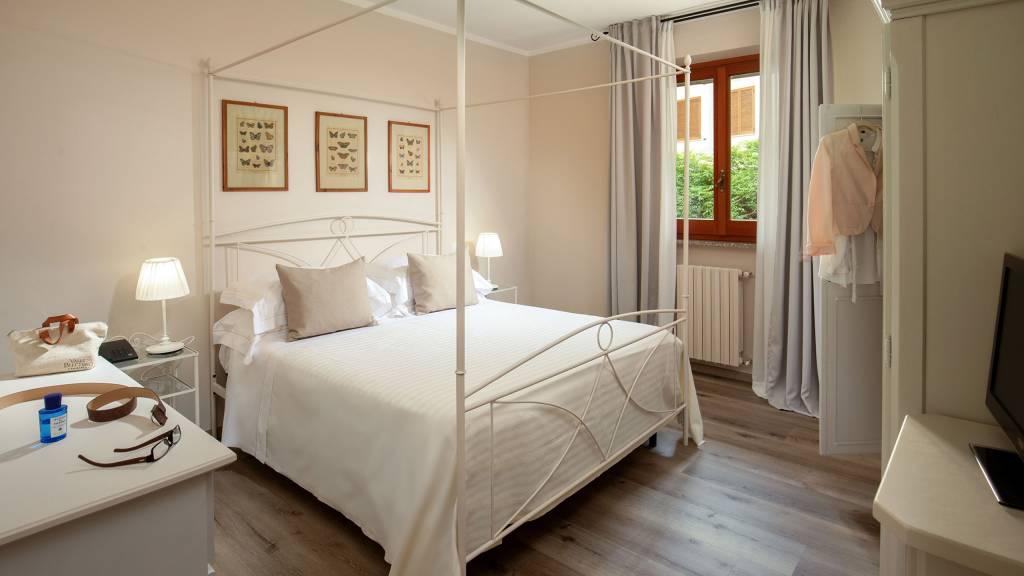 Hotel-Residence-Valle-del-Buttero-Capalbio-Camere-2021-Superior-Primo-Piano-letto-1