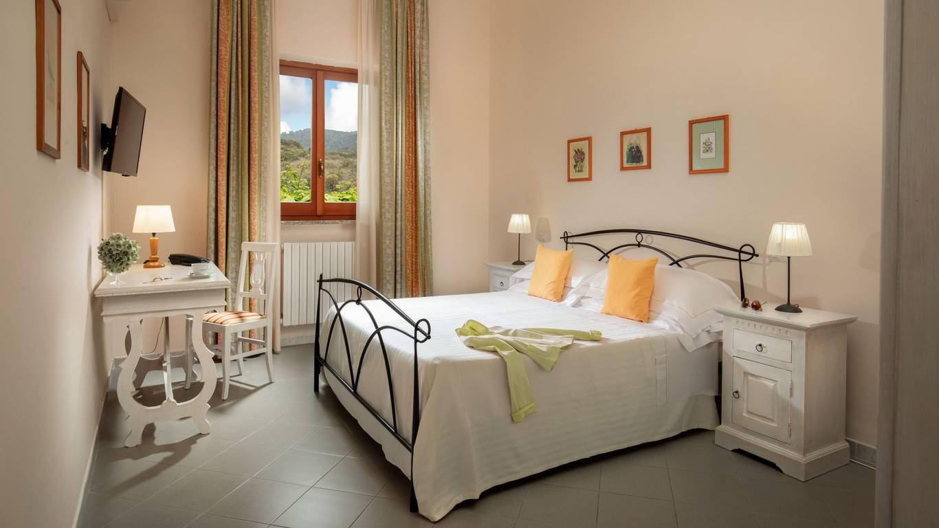 Hotel-Residence-Valle-del-Buttero-Capalbio-Camere-2021-Matrimoniale-Doppia-Letto-1
