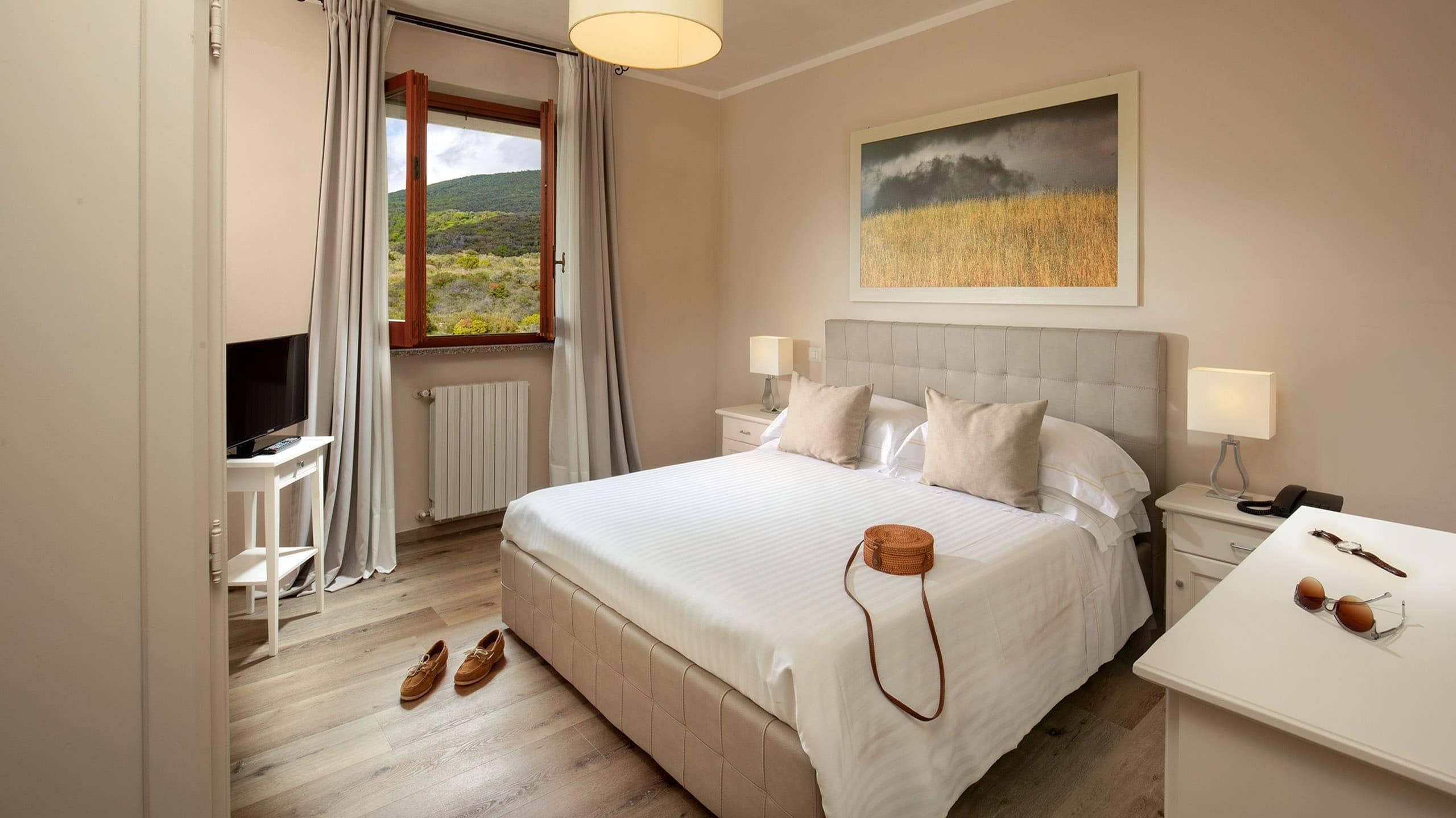 Hotel-Residence-Valle-del-Buttero-Capalbio-Camere-2021-Superior-Collina-letto-2