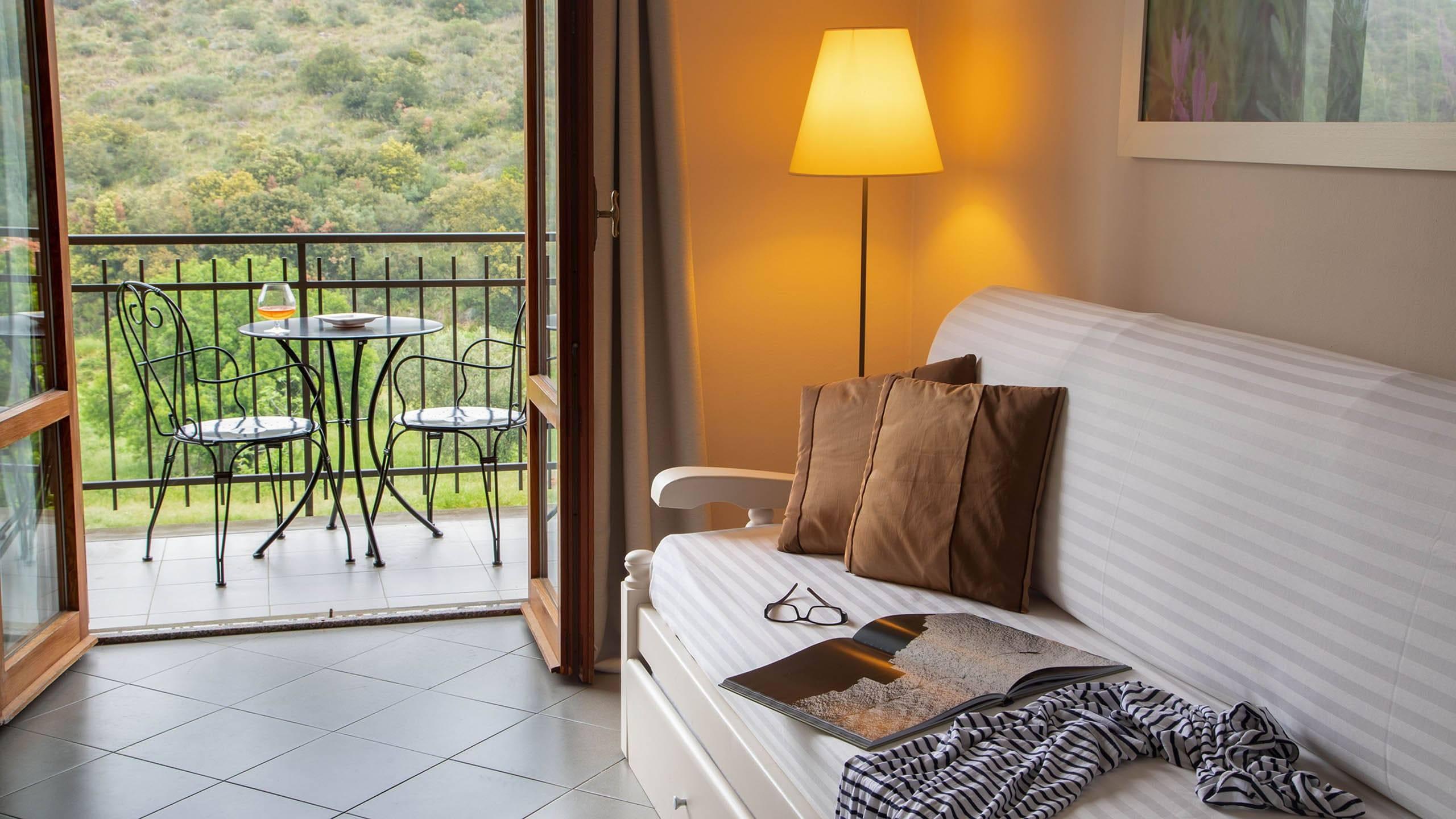 Hotel-Residence-Valle-del-Buttero-Capalbio-Camere-2021-Superior-Collina-soggiorno-2