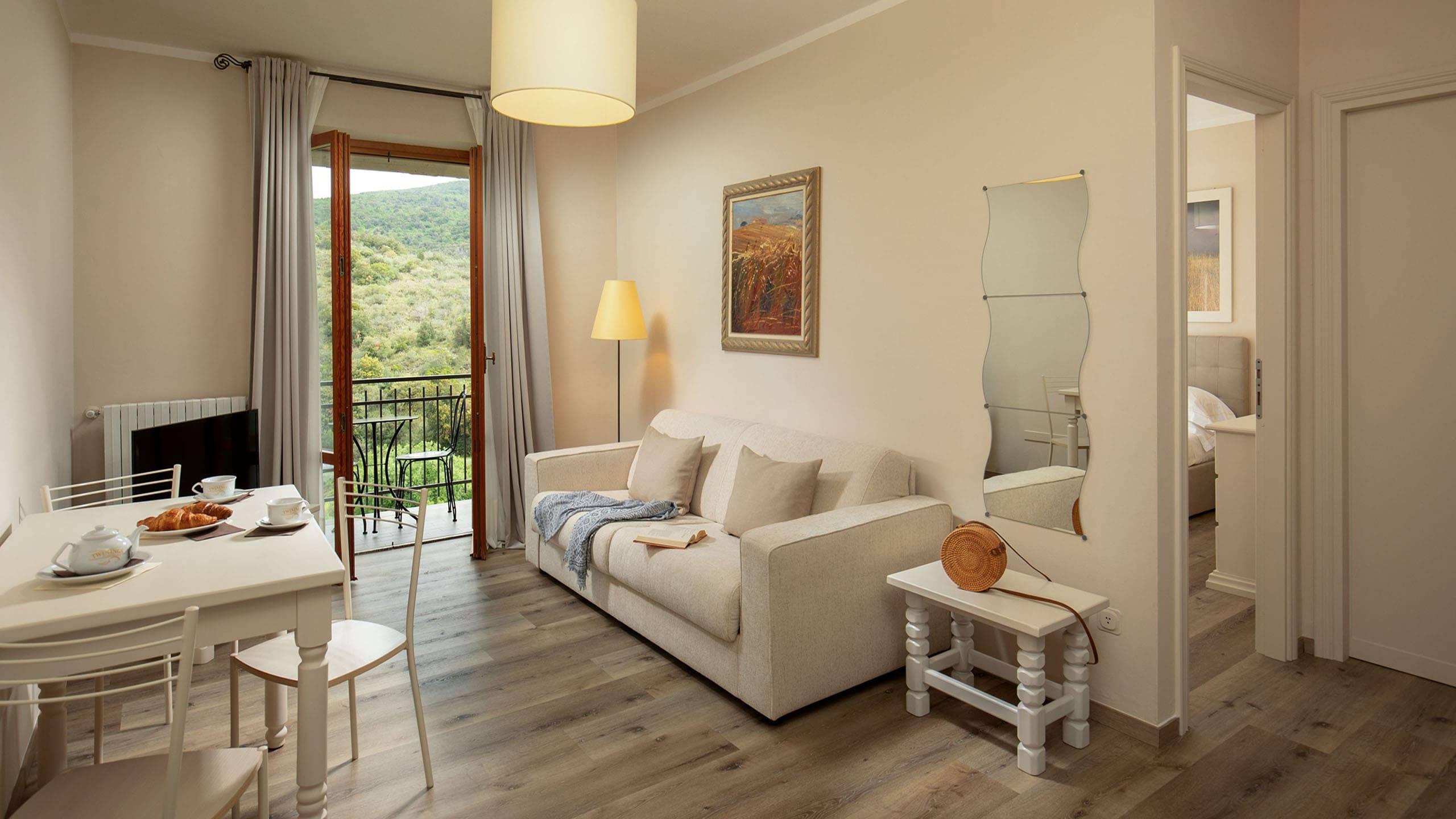 Hotel-Residence-Valle-del-Buttero-Capalbio-Camere-2021-Superior-Collina-soggiorno-3