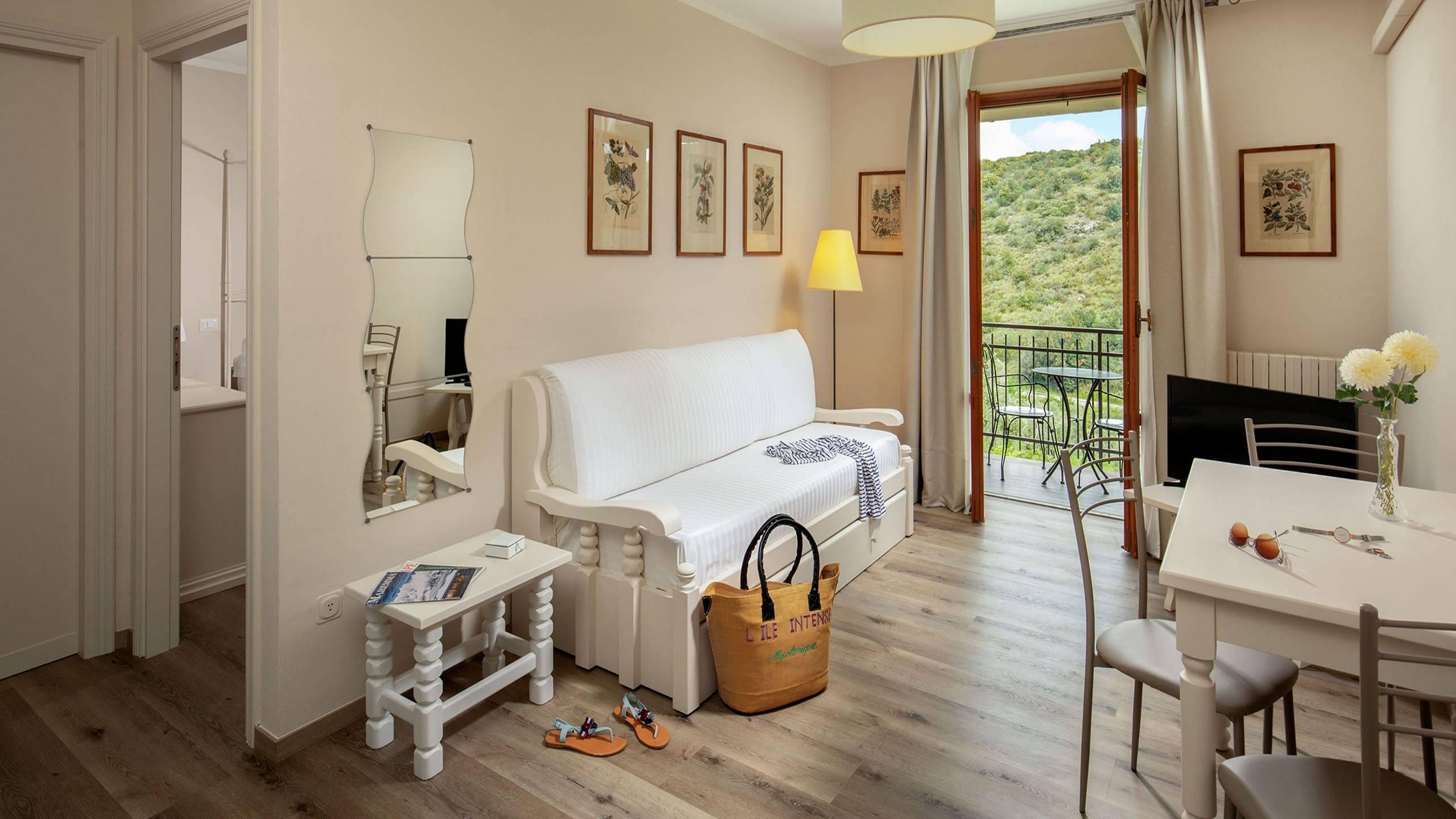 Hotel-Residence-Valle-del-Buttero-Capalbio-Camere-2021-Superior-Collina-soggiorno-4