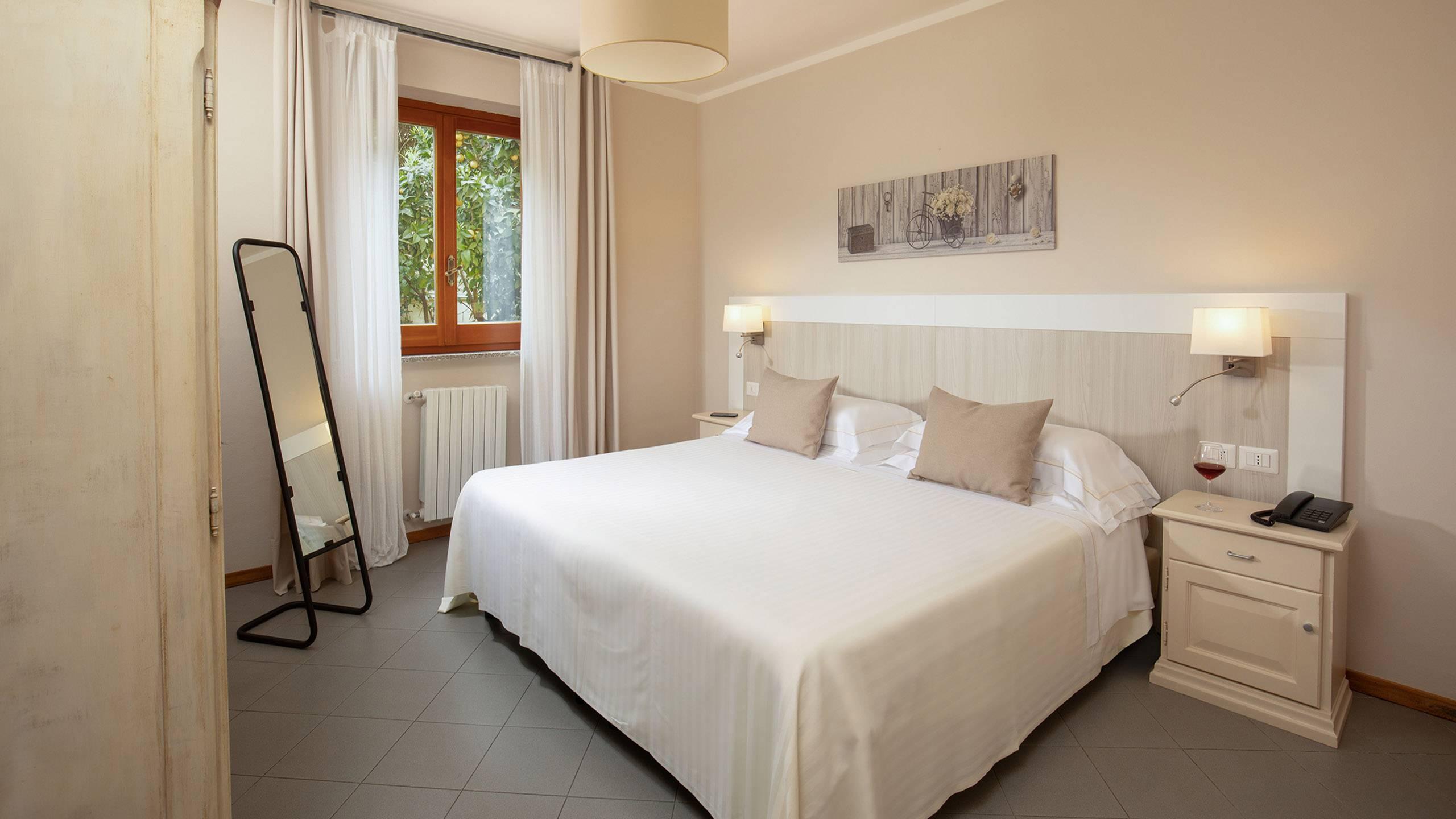 Hotel-Residence-Valle-del-Buttero-Capalbio-Camere-2021-Superior-Piano-Terra-letto-1