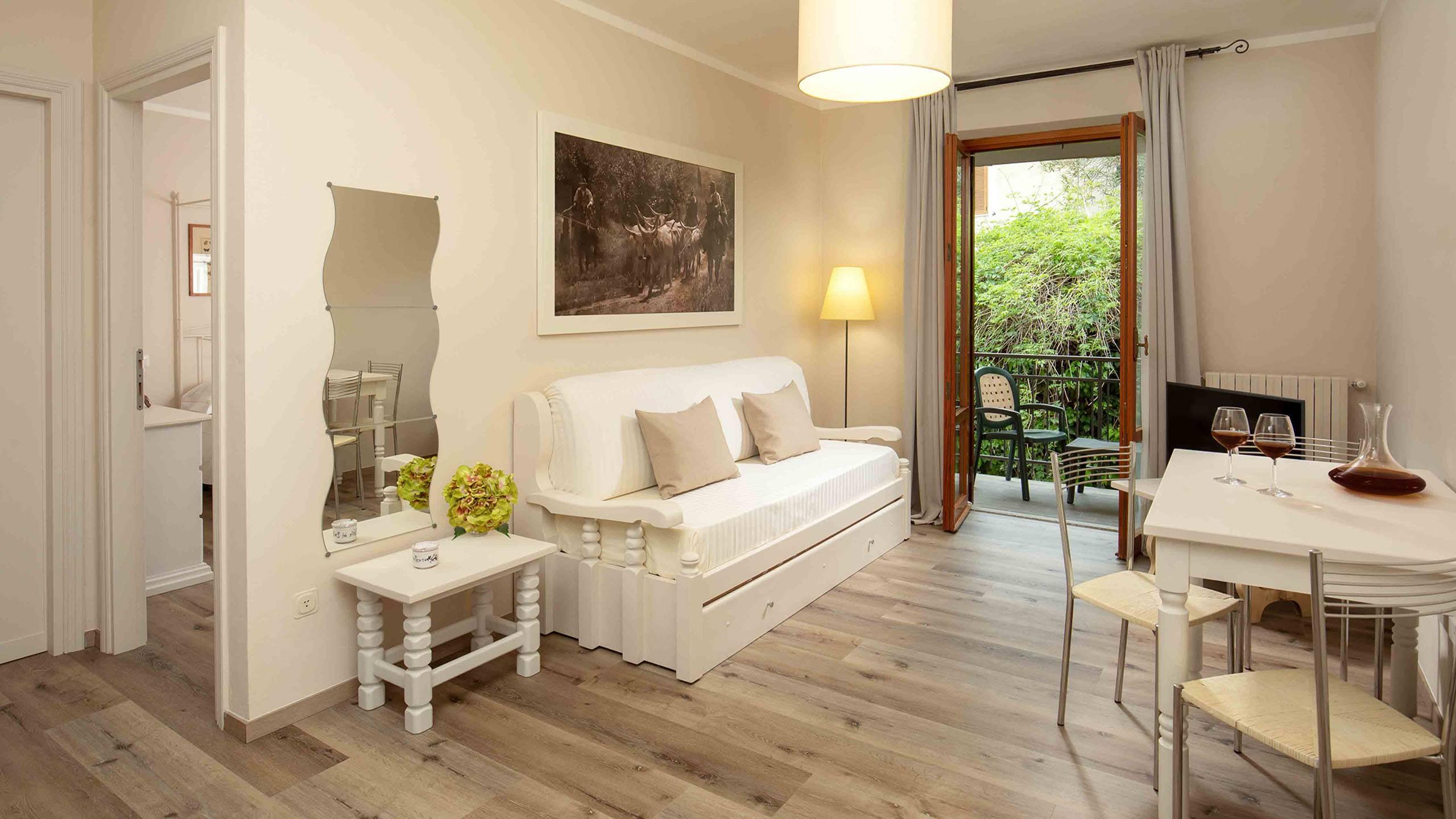 Hotel-Residence-Valle-del-Buttero-Capalbio-Camere-2021-Superior-Primo-Piano-soggiorno-2