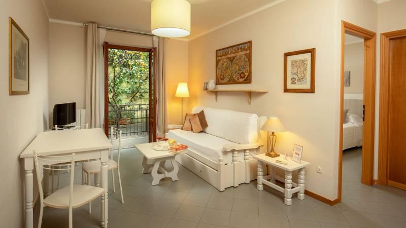 Hotel-Residence-Valle-del-Buttero-Capalbio-Camere-2021-Superior-Piano-Terra-soggiorno-1