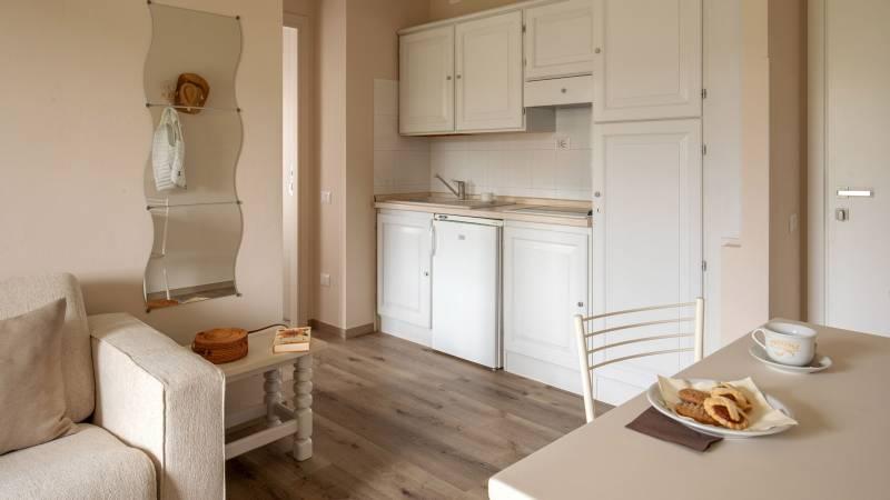 Hotel-Residence-Valle-del-Buttero-Capalbio-Camere-2021-Superior-Primo-Piano-soggiorno-1